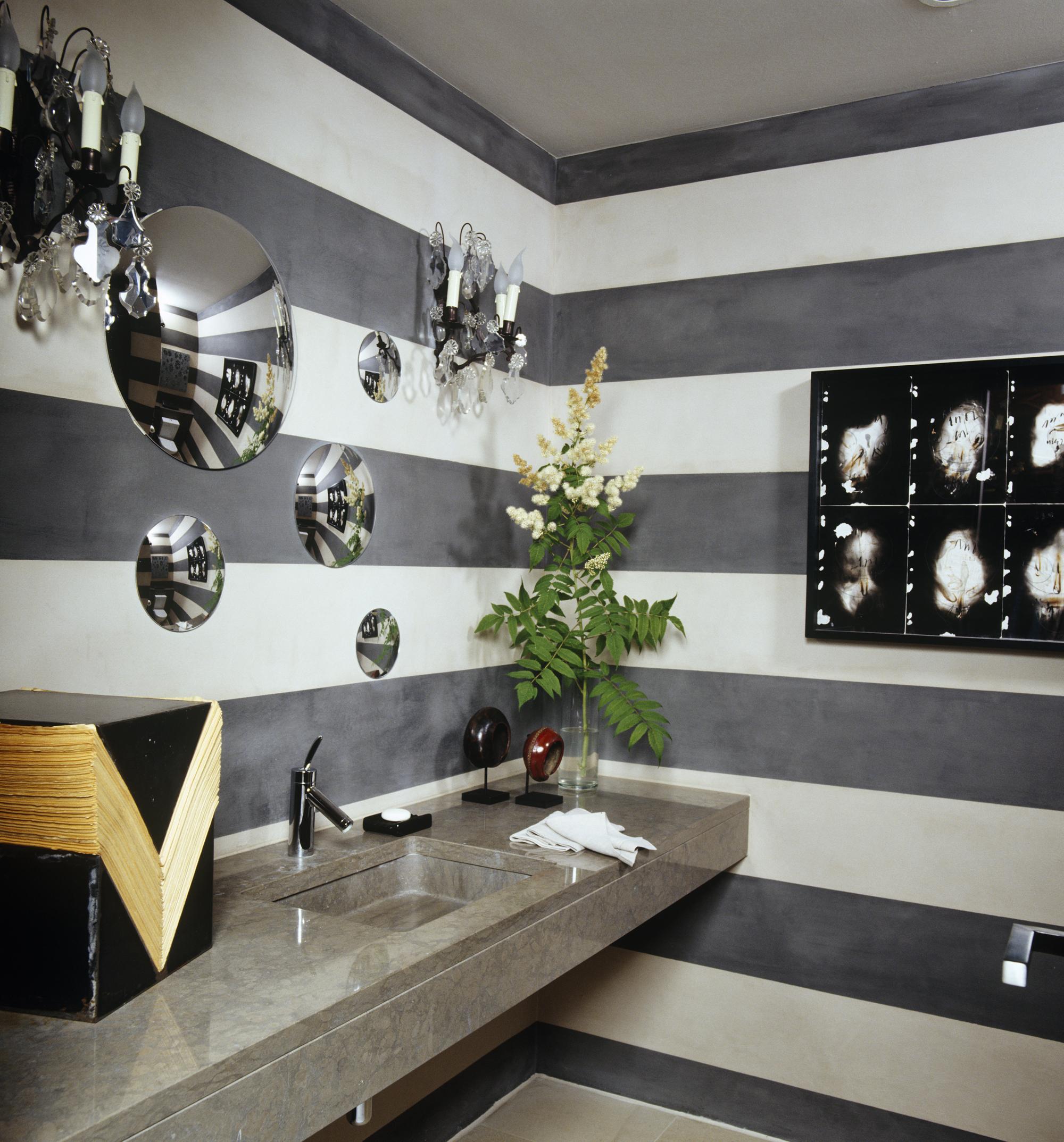 8 Small Bathroom Decorating & Design Ideas - ELLE Decor