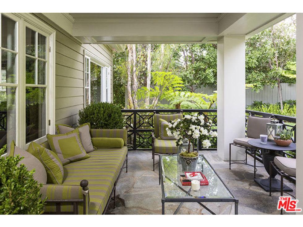 see inside the hollywood home jeremy renner is selling. Black Bedroom Furniture Sets. Home Design Ideas