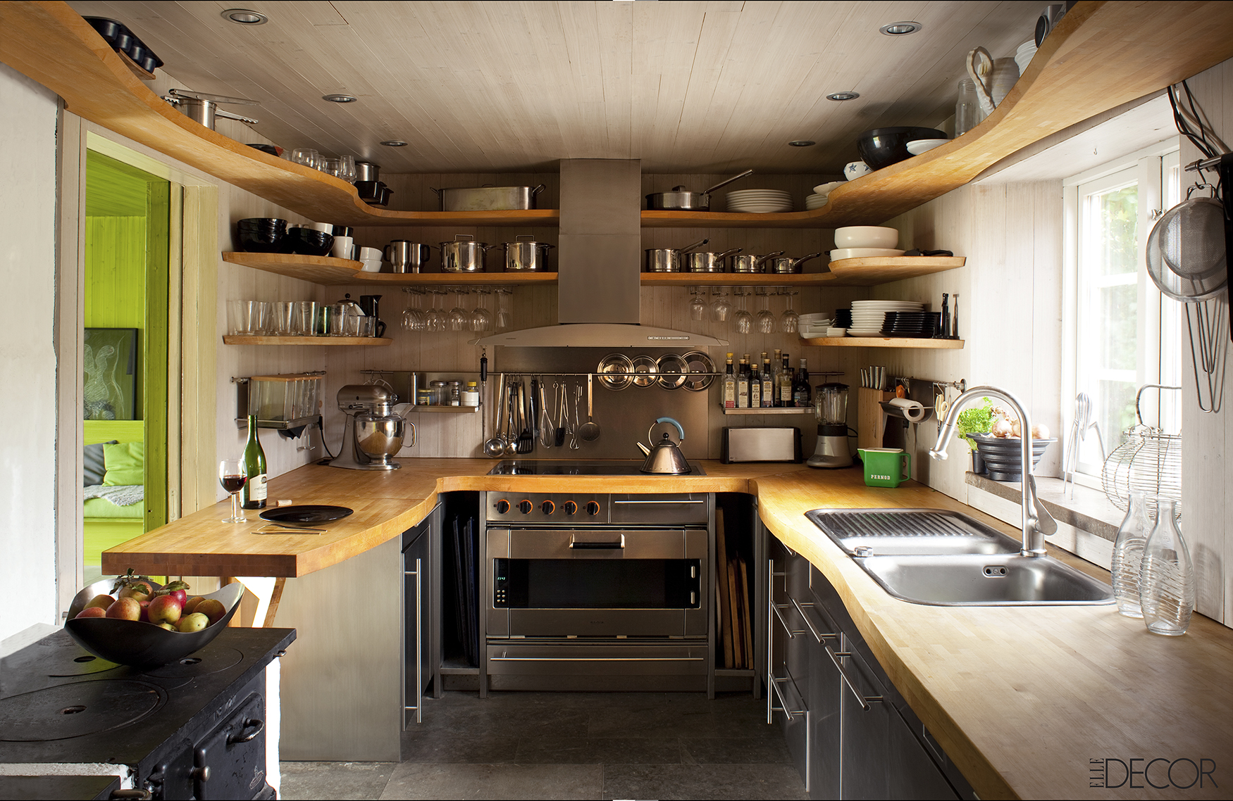 30 small kitchen design ideas decorating tiny kitchens for Kitchen setup designs