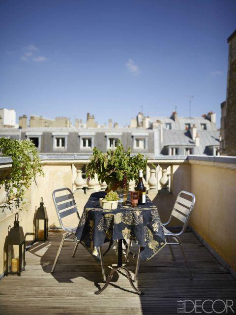 house tour inside a bohemian rooftop apartment in paris. Black Bedroom Furniture Sets. Home Design Ideas