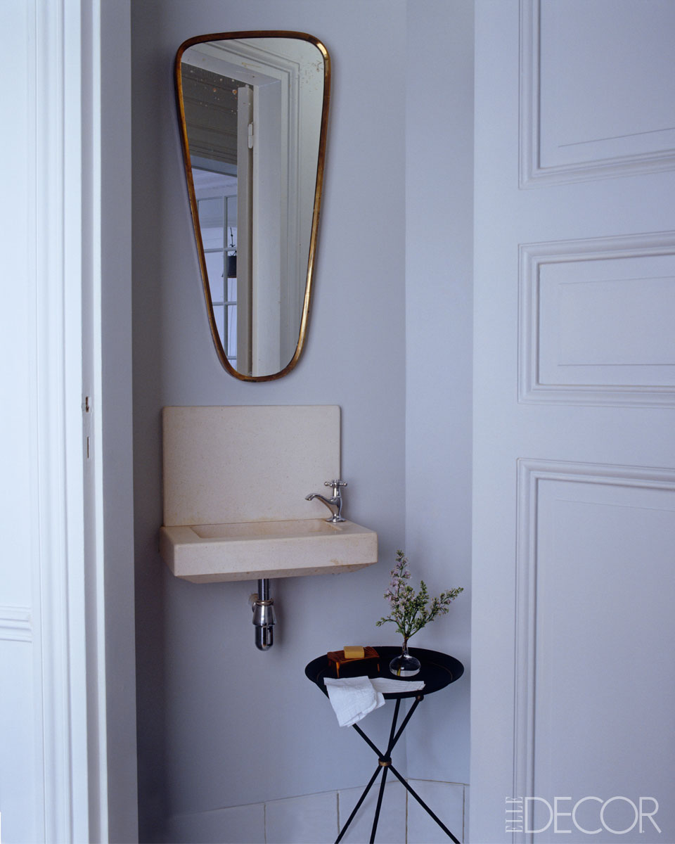 8 small bathroom decorating design ideas elle decor for Tiny toilet ideas