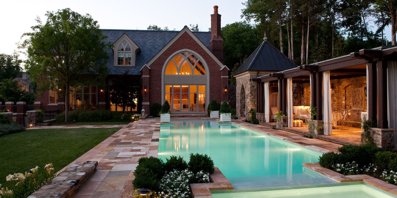 Interior designer jamie beckwith 39 s pool house is a lesson for Interior pool house designs