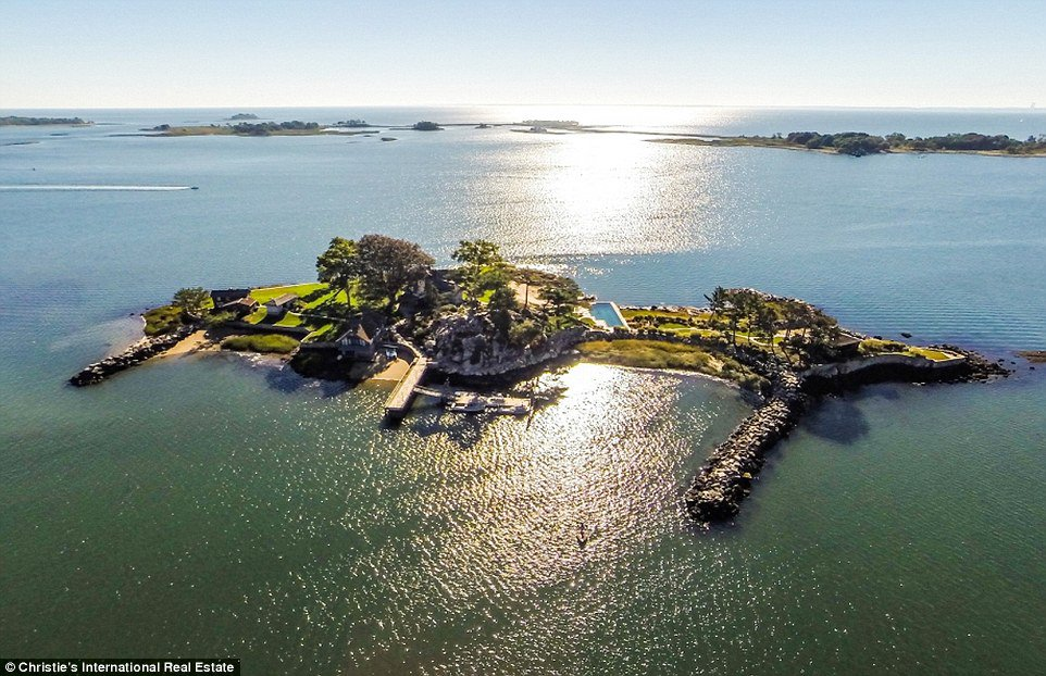 A private island overlooking nyc is now available for 11 for Private estates for sale