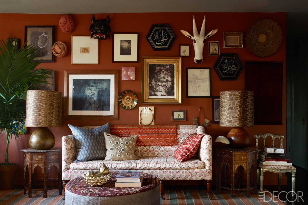 How to decorate with antiques without turning your home for Antiques decoration