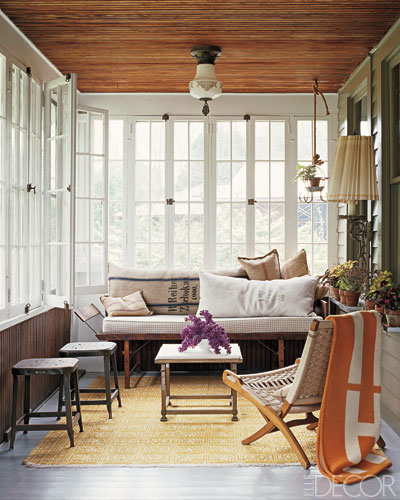 Sunroom design ideas screened in porches for Enclosed porch furniture ideas