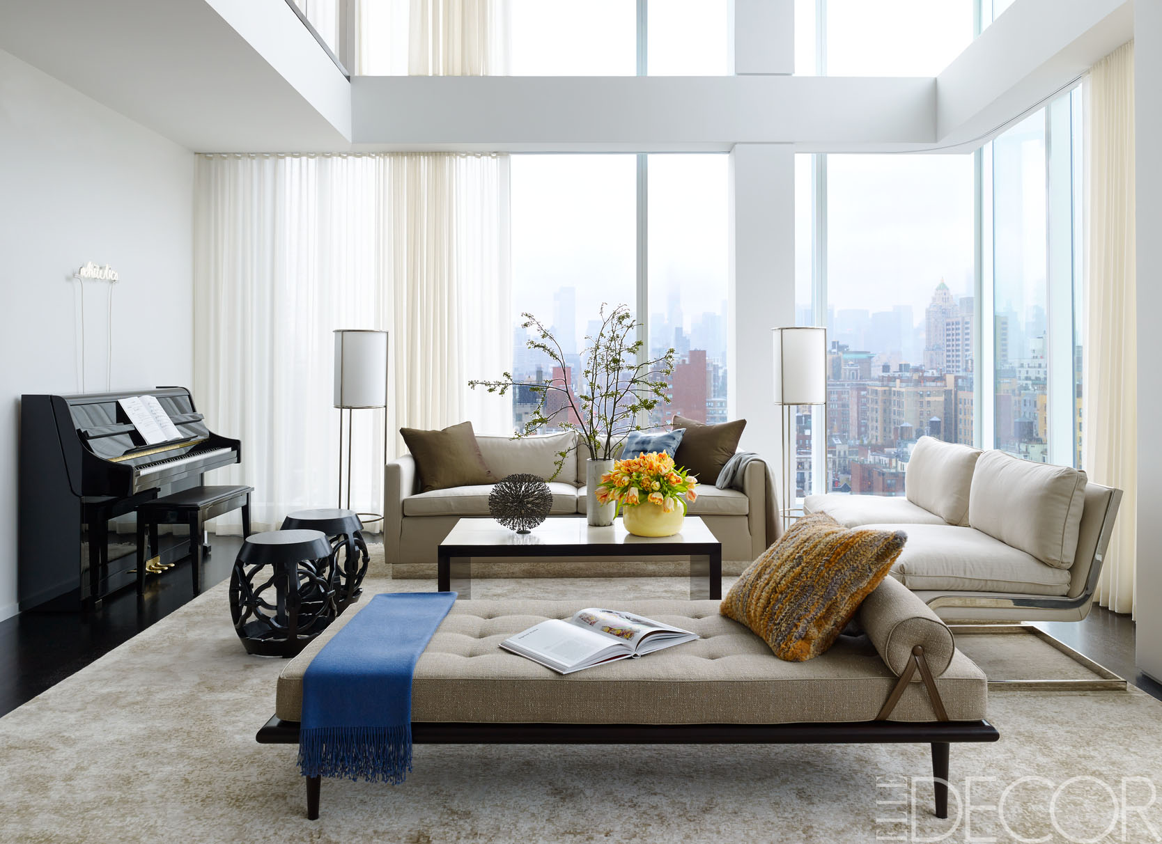 Good HOUSE TOUR A New York Penthouse Shows The Cozy Side Of Modern Decor