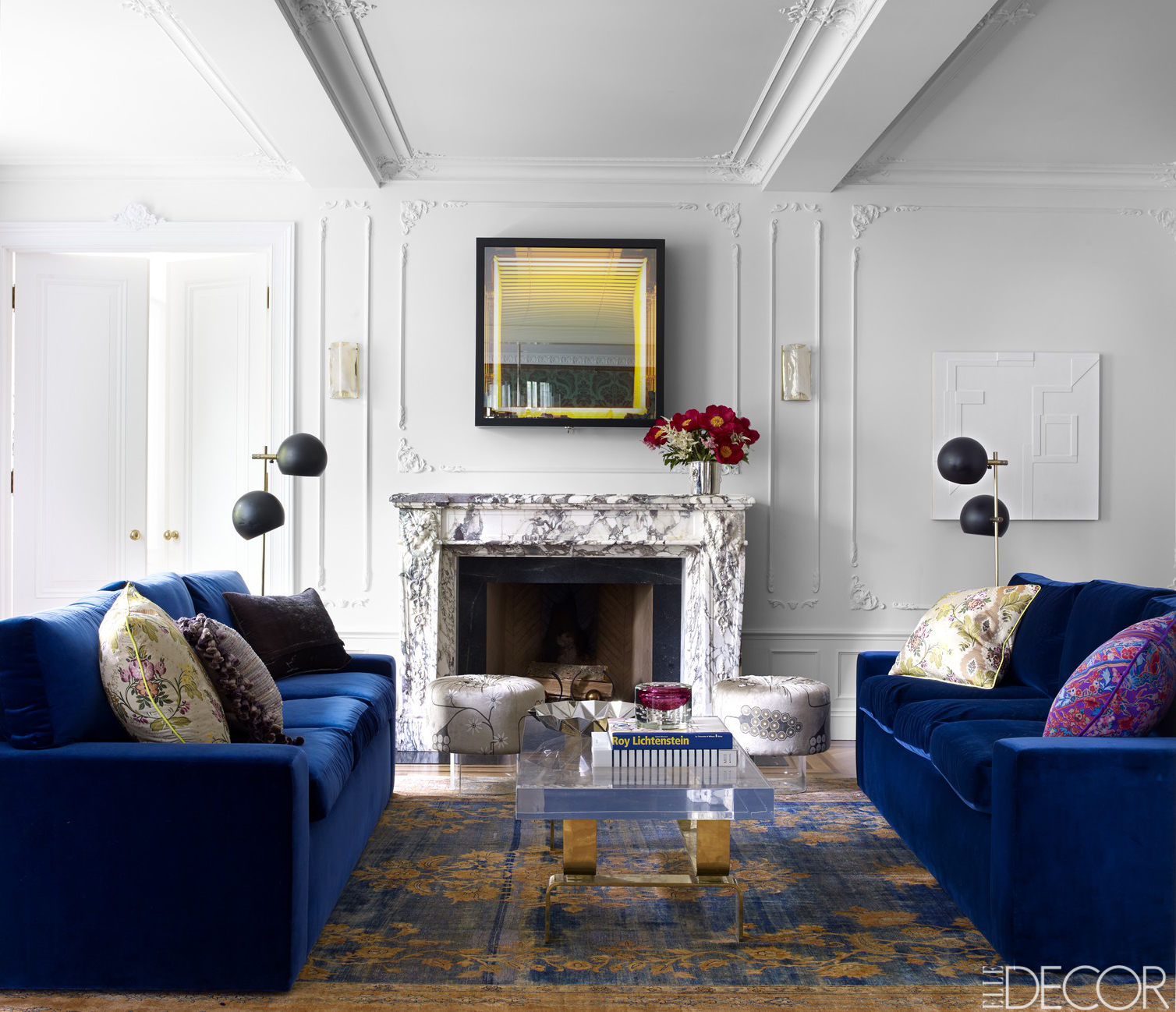 House tour a new york apartment with dramatic flair for Living room decorating ideas nyc