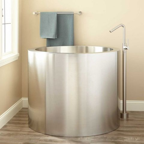 9 small bathtubs tiny bath tub sizes for Small japanese soaking tubs small bathrooms