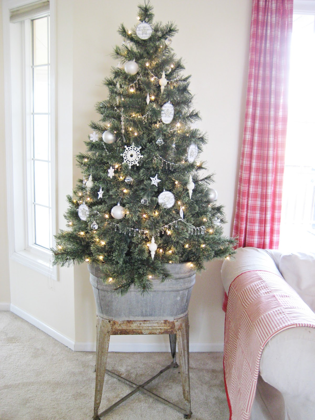 Decorating Ideas > Small Space Holiday Decor  Decorating Small Spaces For  ~ 155036_Holiday Decorating Ideas For Large Spaces