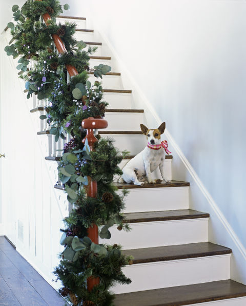 Decorate The Stairs For Christmas: Holiday Decorating Tips