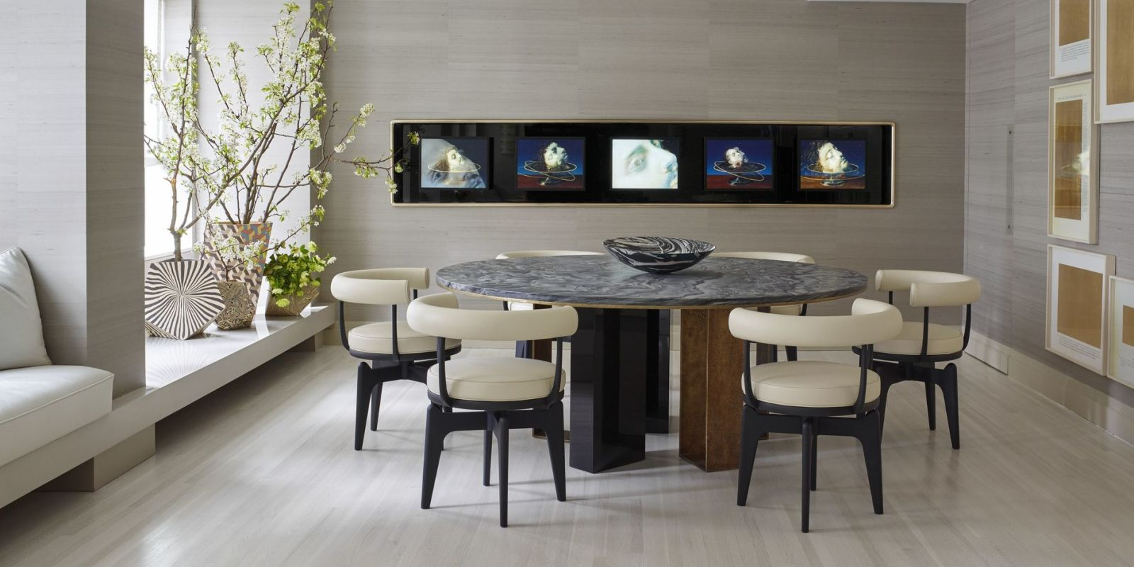 25 modern dining room decorating ideas contemporary for Modern dining room table decor
