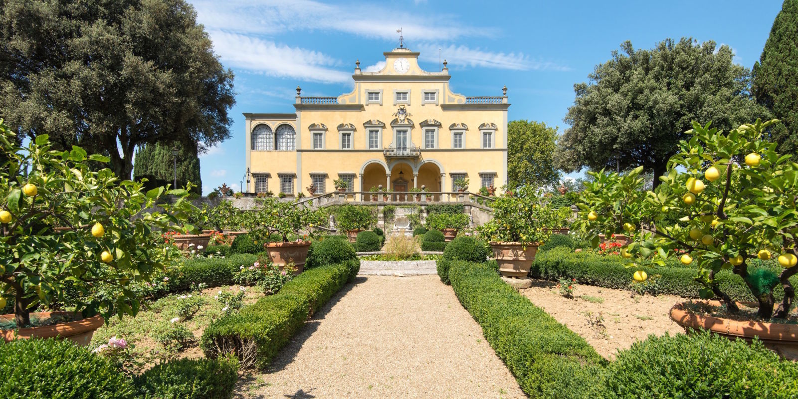 Italian villa where mona lisa was painted is for sale for Luxury italian real estate