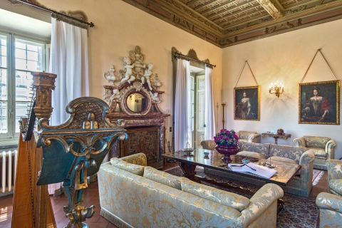 Italian villa where mona lisa was painted is for sale for Lionard luxury real estate