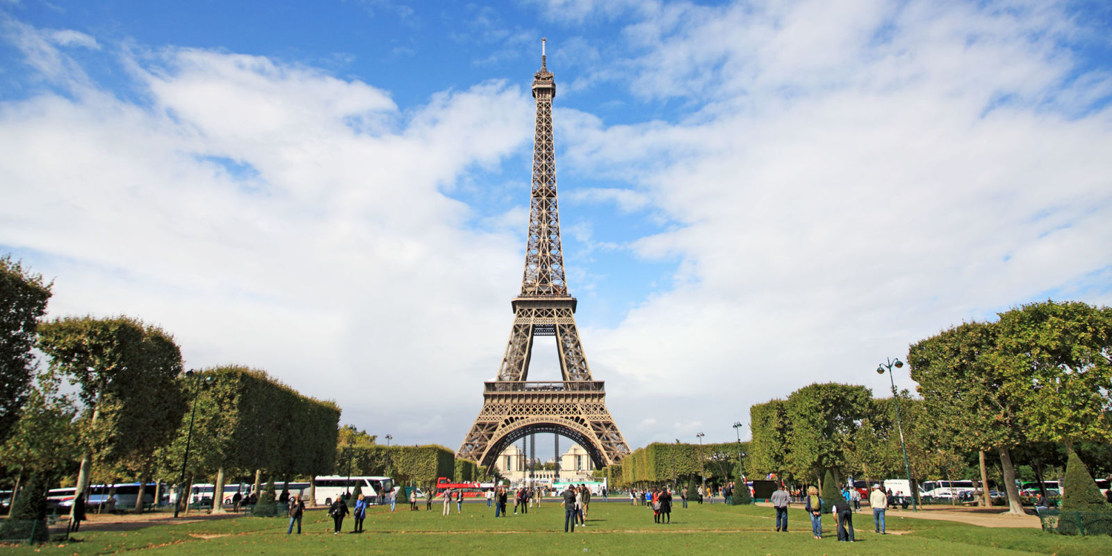 How to stay in the eiffel tower in paris homeaway for Places to stay in paris near eiffel tower