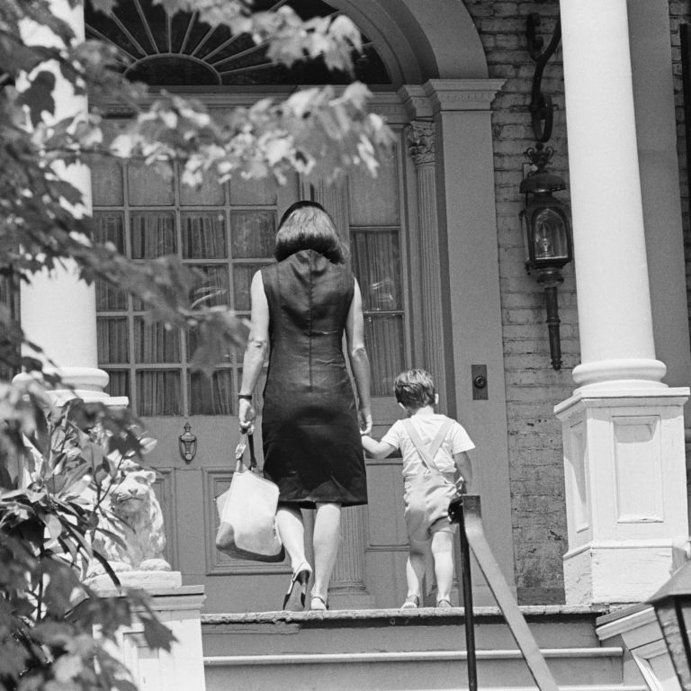 Kennedy houses jacqueline kennedy onassis georgetown house for Jackie o house vaucluse
