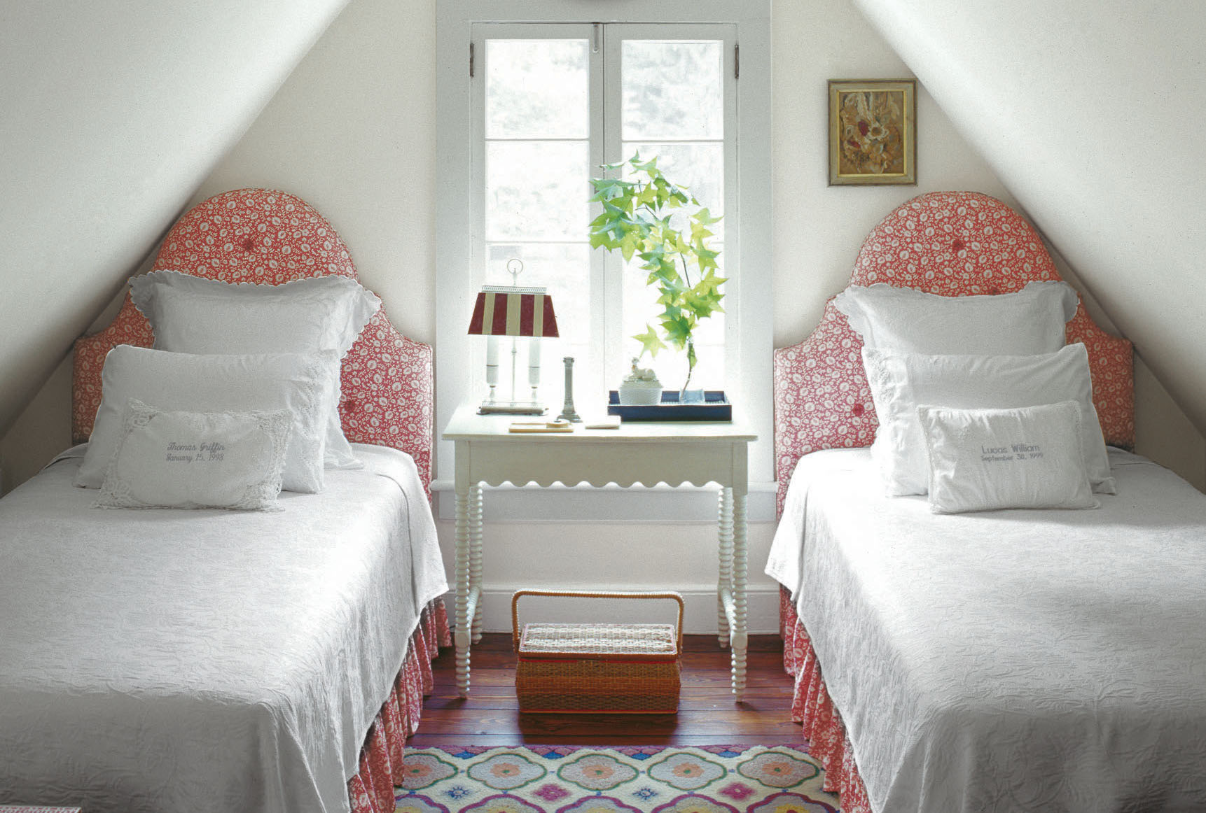 Small Room Decorating: 20 Small Bedroom Design Ideas -Decorating Tips For Small