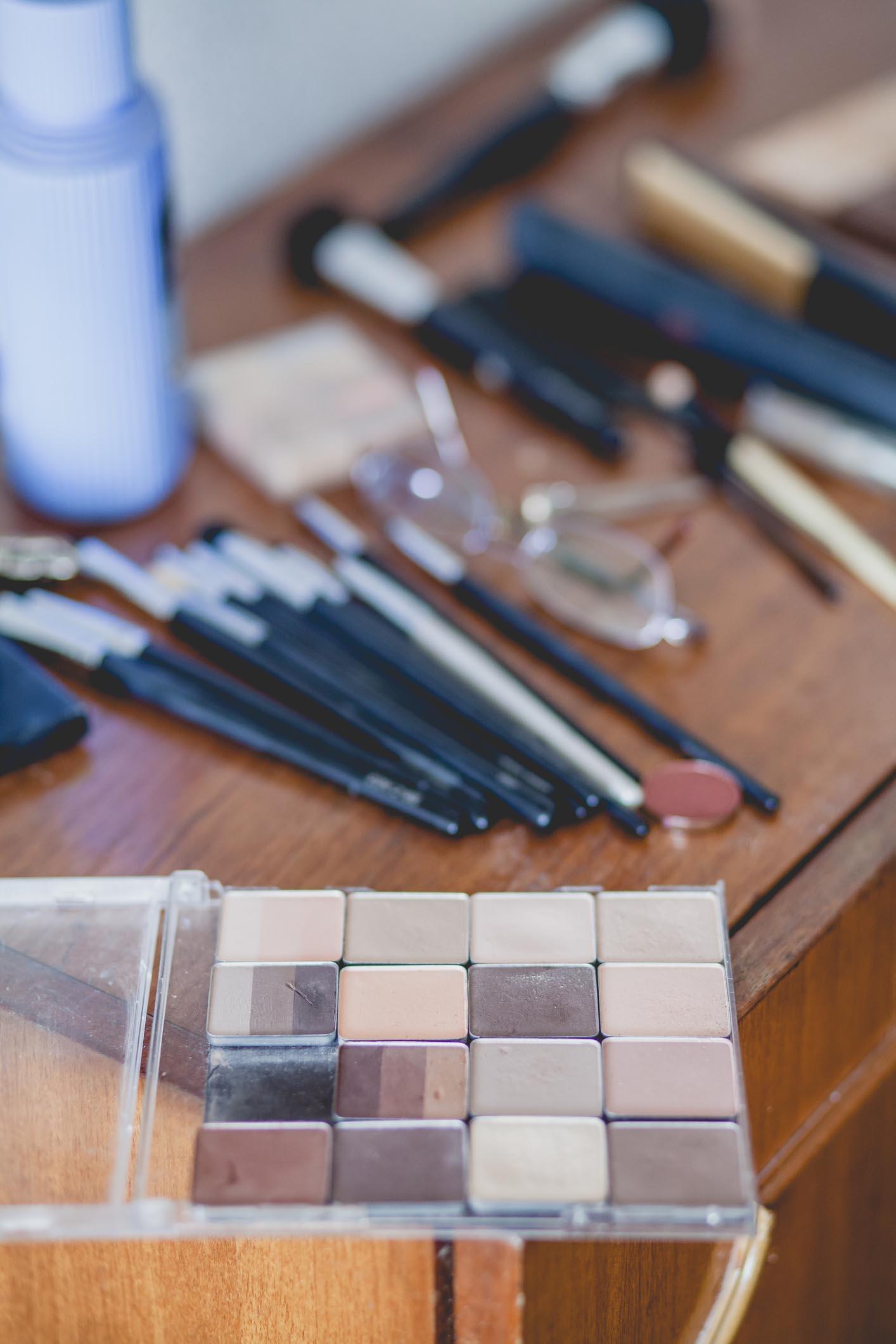 Картинки по запросу Спальня bedroom Decoration disasters: Remove This From Your Bedroom Immediately 1472569558 bedroom old makeup