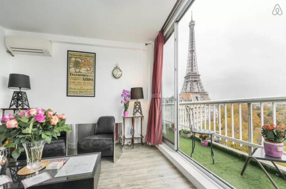 парижской квартире Детали, которые вы найдете в каждой парижской квартире 1477498214 1446590480 paris aparment balcony