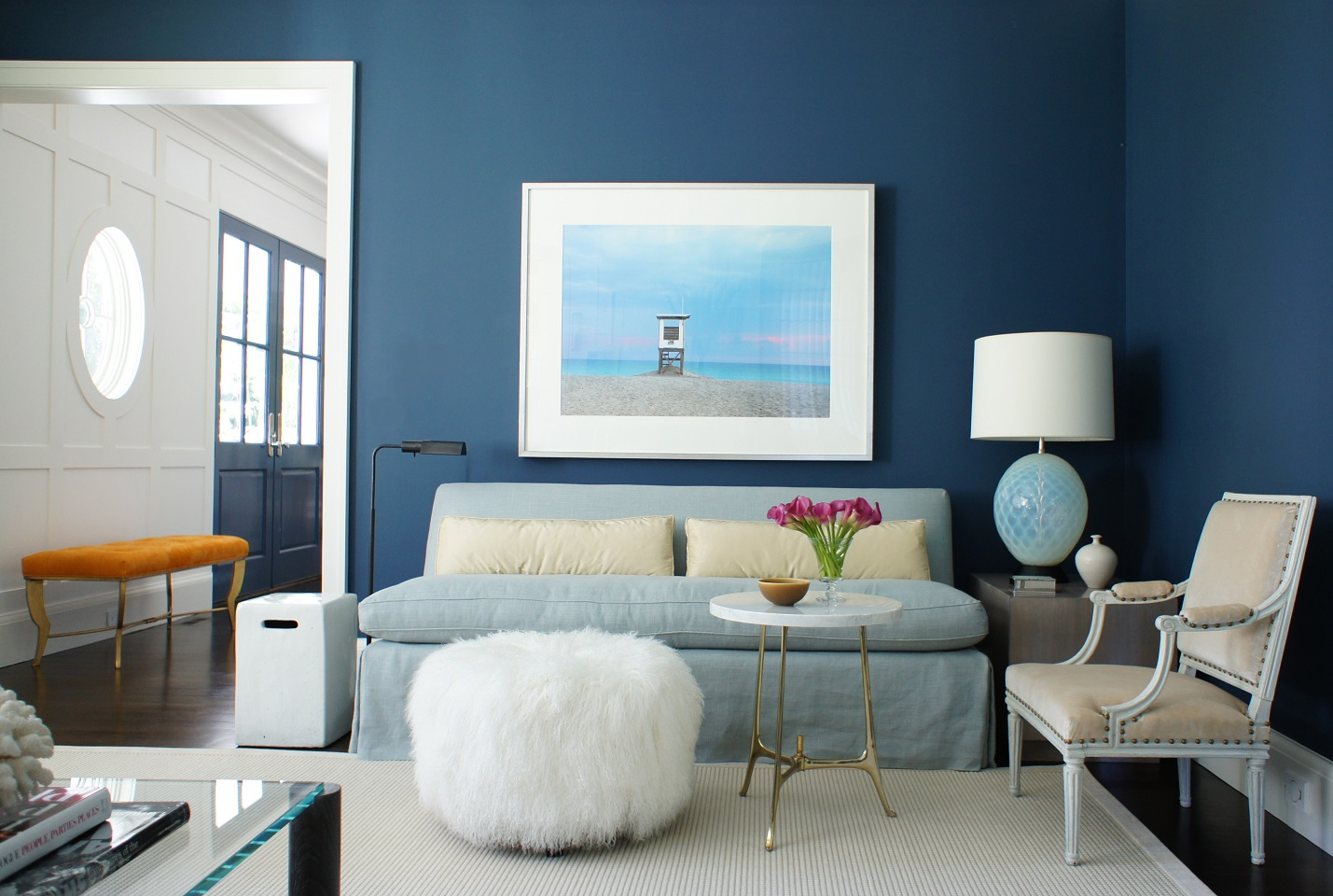 Best Art For Living Room: Ideas For Blue Painted Accent Walls