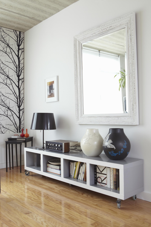 10 tricks for making a dark room brighter how to for Espejos de pared ikea