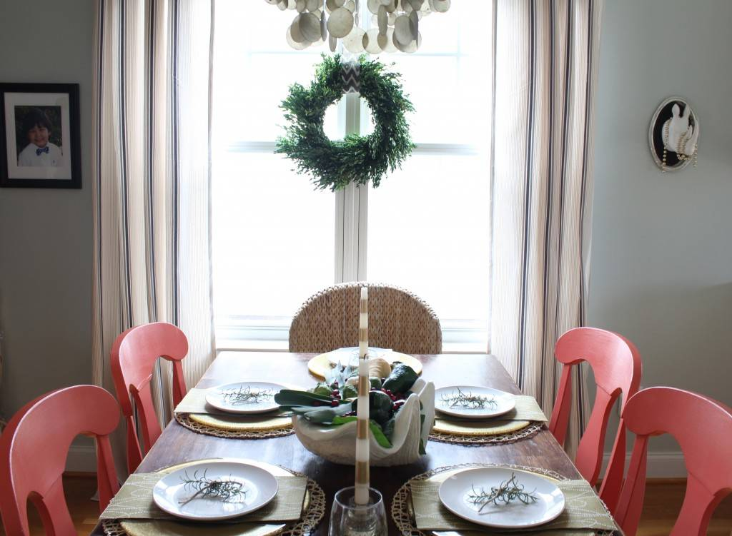 20 best holiday decorating ideas for small spaces christmas decor for small space living - Christmas decorating ideas for small spaces paint ...