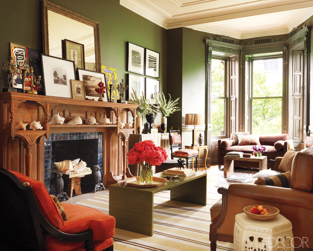 A harlem brownstone s vivid transformation for Brownstone living room decorating ideas