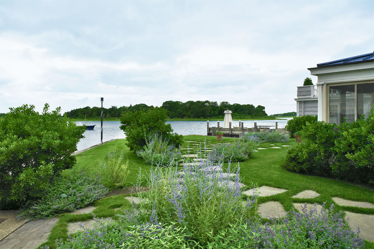 Waterfront landscape ideas designer tips for waterside for Waterfront landscape design